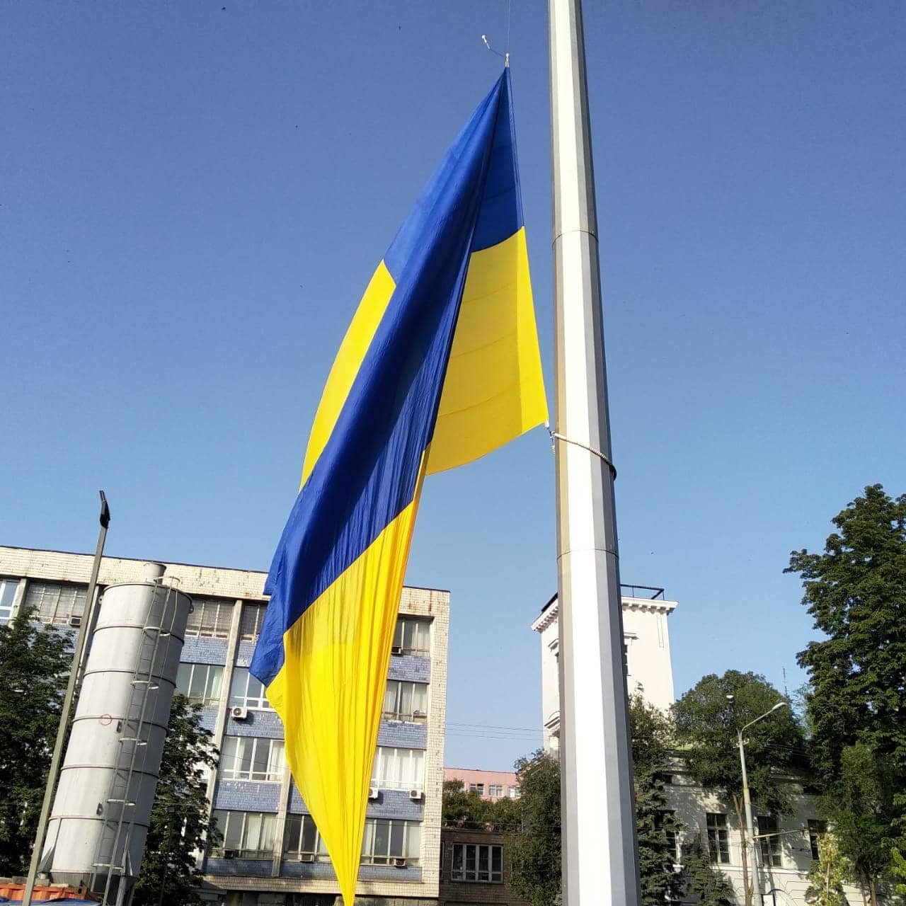 В Днепре заменили самый большой флаг Украины , фото-1