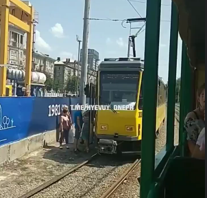 В центре Днепра маршрутка выехала на рельсы: движение трамваев затруднено, - ФОТО, фото-2