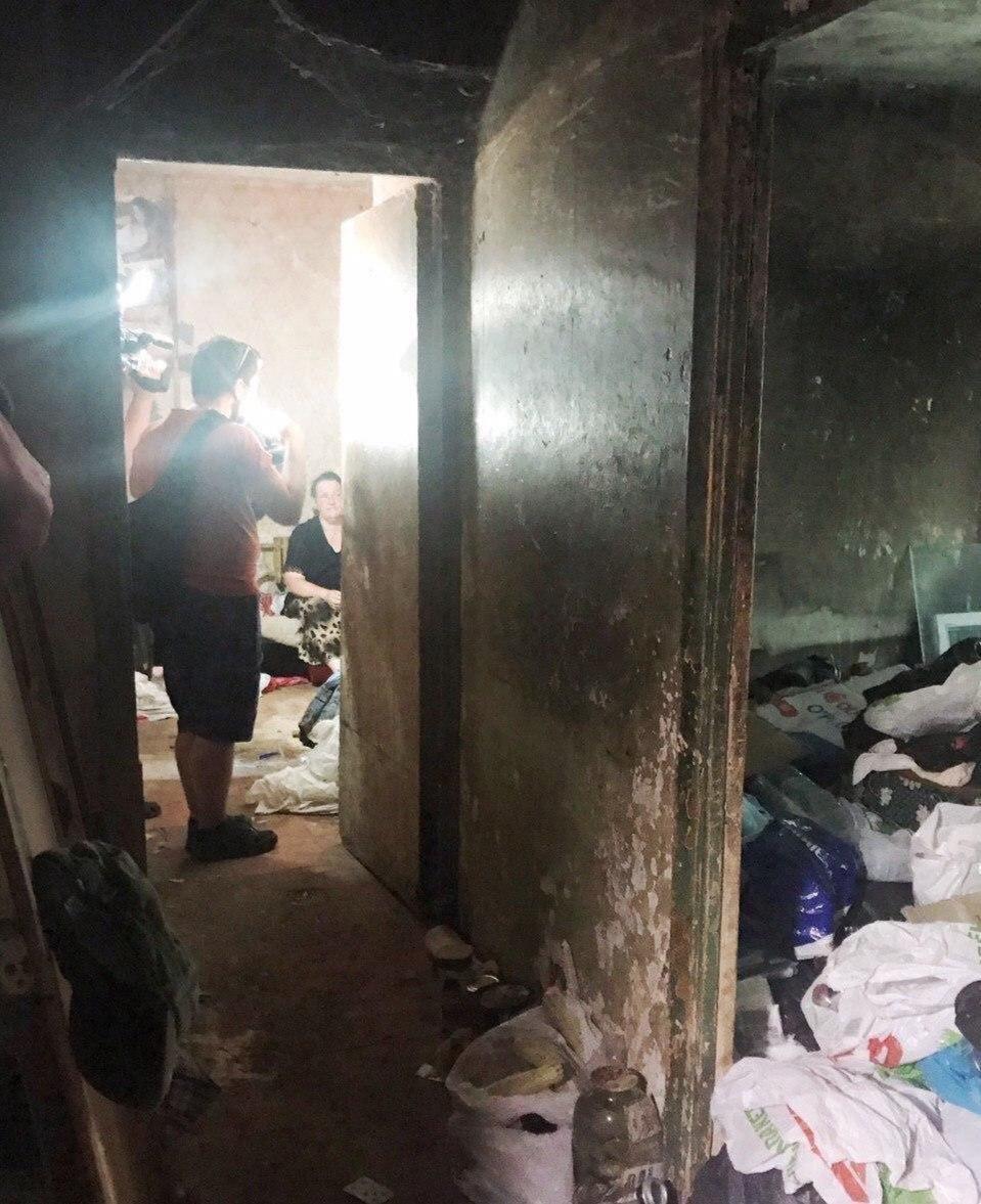 В Днепре из квартиры женщины вывезли 3 тонны мусора, - ФОТО, ВИДЕО, фото-5