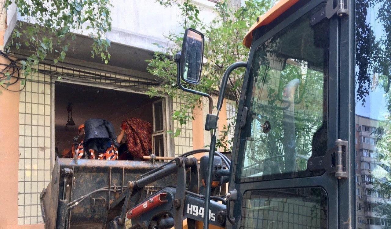 В Днепре из квартиры женщины вывезли 3 тонны мусора, - ФОТО, ВИДЕО, фото-3