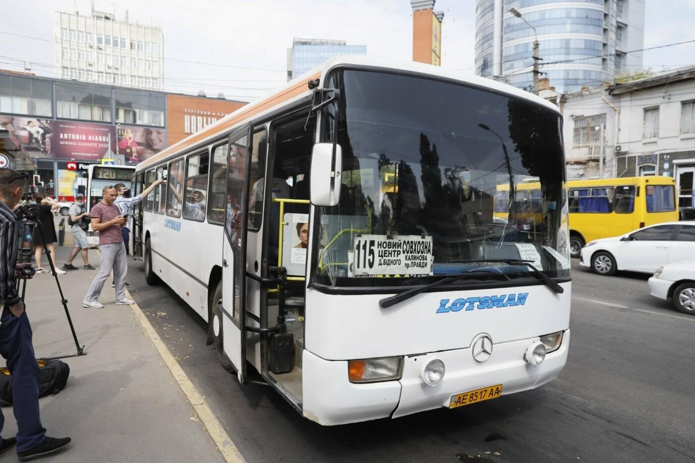 В Днепре старые маршрутки убирают с рейсов, - ФОТО, фото-1