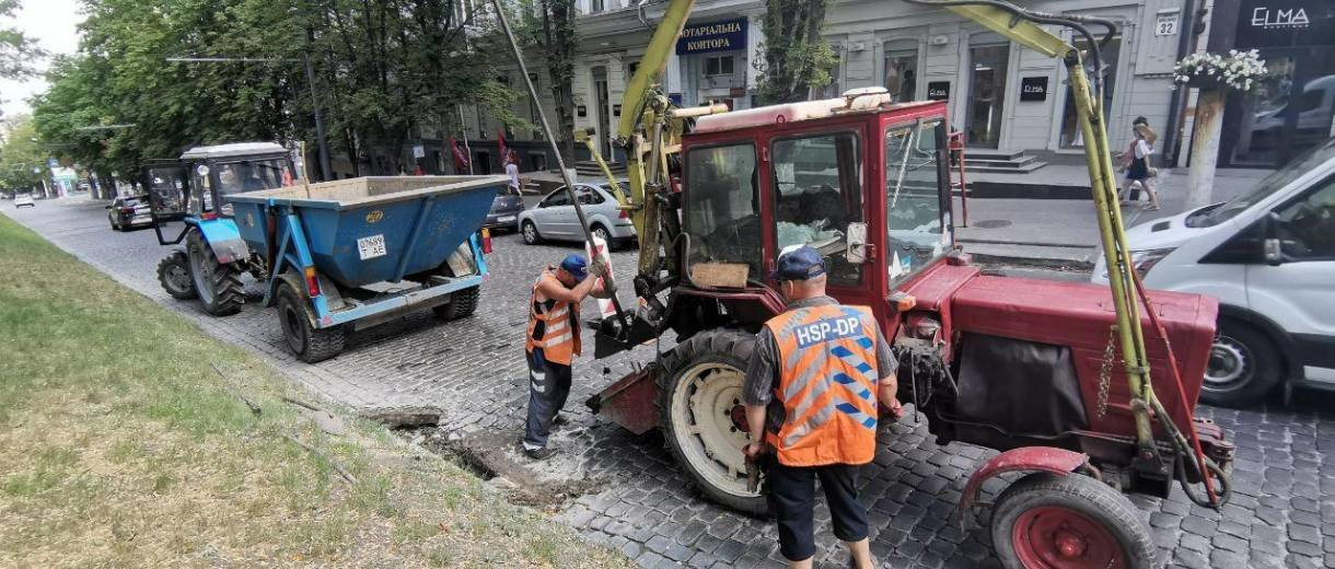 В центре Днепра чистят и заменяют ливневки, - ФОТО, фото-1