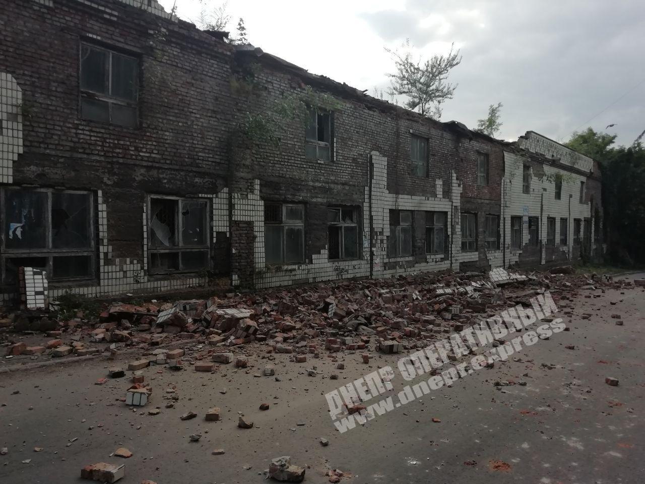 На одной из улиц Днепра произошел обвал фасада здания, - ФОТО, фото-3