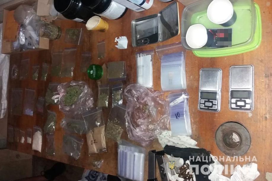 В Днепре мужчина хранил у себя дома наркотики на сумму около полмиллиона гривен, - ФОТО, ВИДЕО, фото-1
