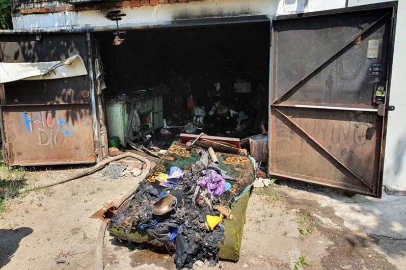 В Днепре на частной территории загорелся гараж, - ФОТО, фото-1