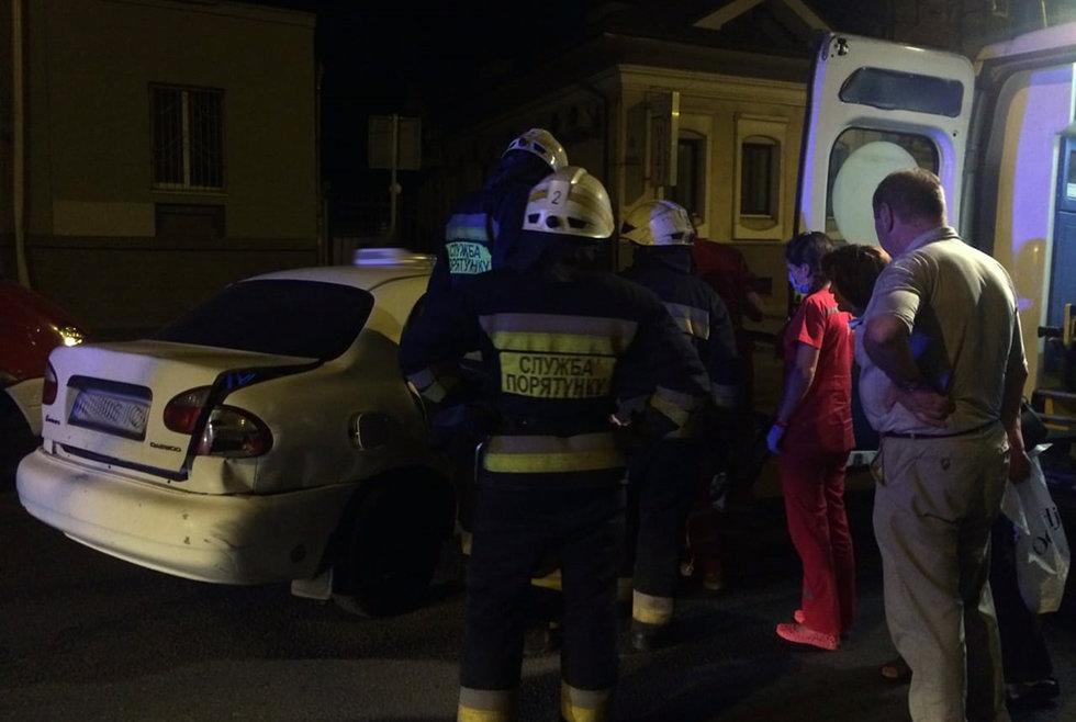 В Днепре произошла авария: водителя одного из автомобилей заблокировало в салоне, - ФОТО, ВИДЕО, фото-2