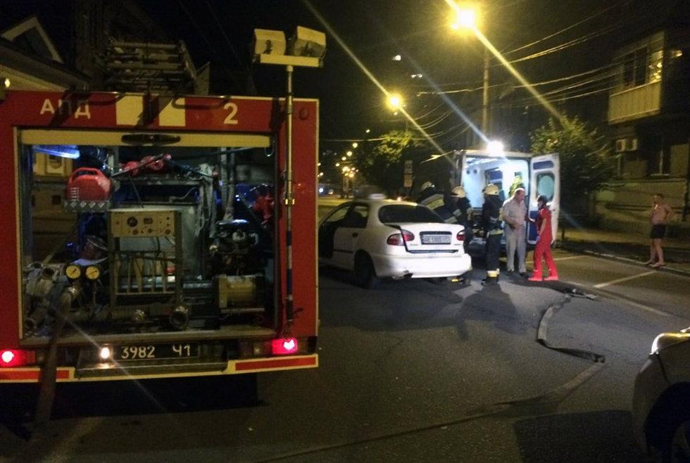 В Днепре произошла авария: водителя одного из автомобилей заблокировало в салоне, - ФОТО, ВИДЕО, фото-1
