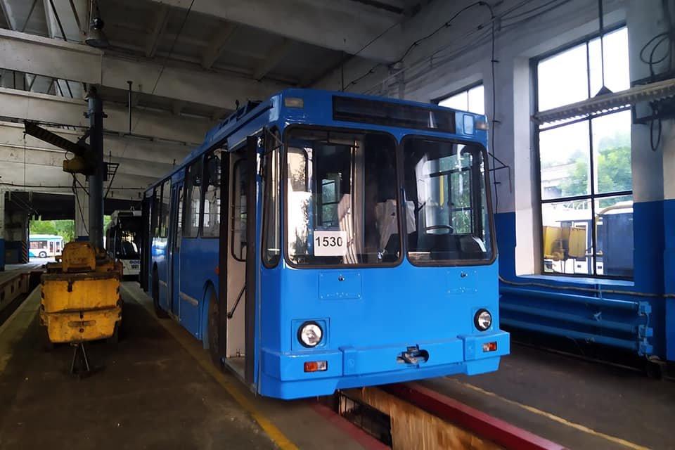 В Днепре троллейбусы перекрашивают в одинаковый цвет, - ФОТО, фото-2