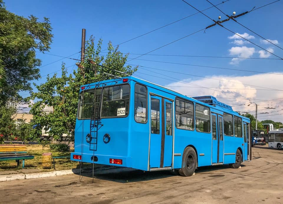 В Днепре троллейбусы перекрашивают в одинаковый цвет, - ФОТО, фото-3