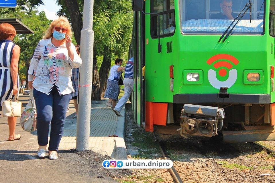 В Днепре появилась первая трамвайная посадочная платформа, - ФОТО, фото-11