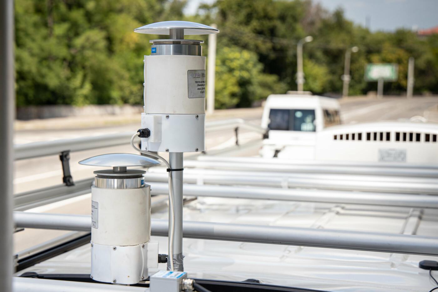 На Днепропетровщине начала работу первая в Украине референтная мобильная станция мониторинга воздуха, - ФОТО, фото-2