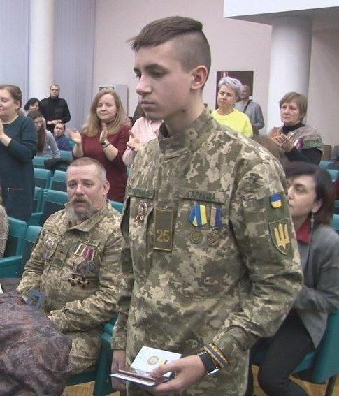 В Днепре наградили 17-летнего парня, спасшего 5 детей от гранаты, - ФОТО, фото-1