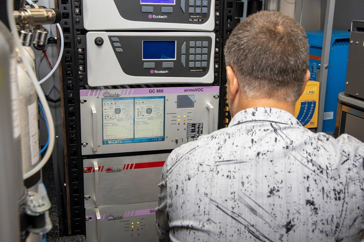 На Днепропетровщине начала работу первая в Украине референтная мобильная станция мониторинга воздуха, - ФОТО, фото-8