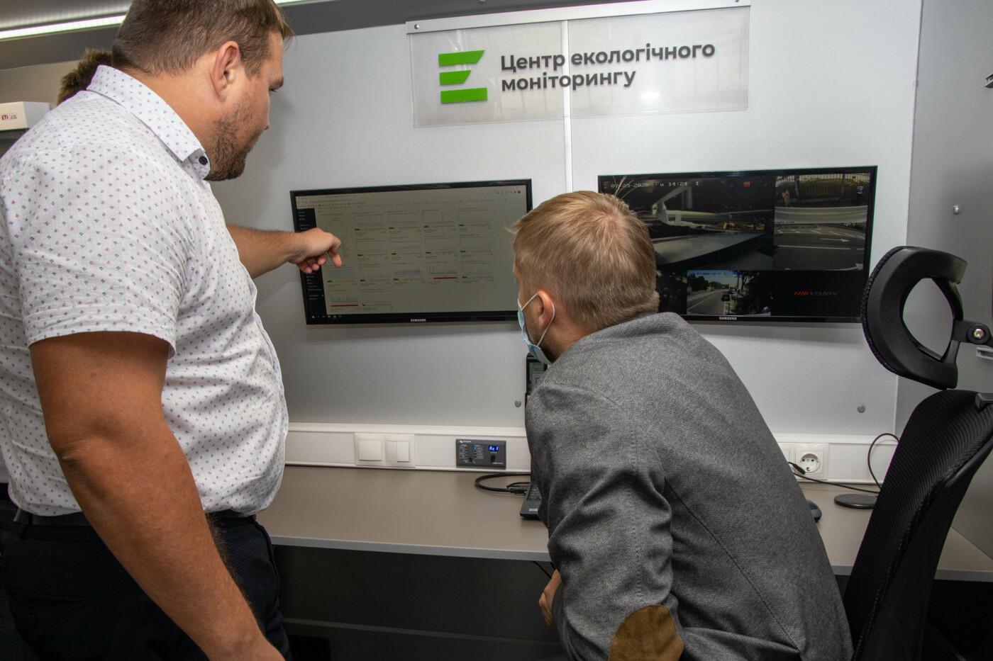 На Днепропетровщине начала работу первая в Украине референтная мобильная станция мониторинга воздуха, - ФОТО, фото-9