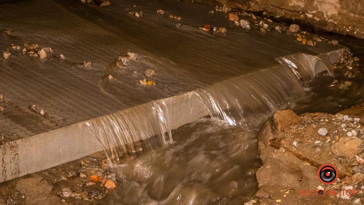 Прорвало канализацию: в Днепре вновь размыло Крестьянский спуск, - ФОТО, фото-1