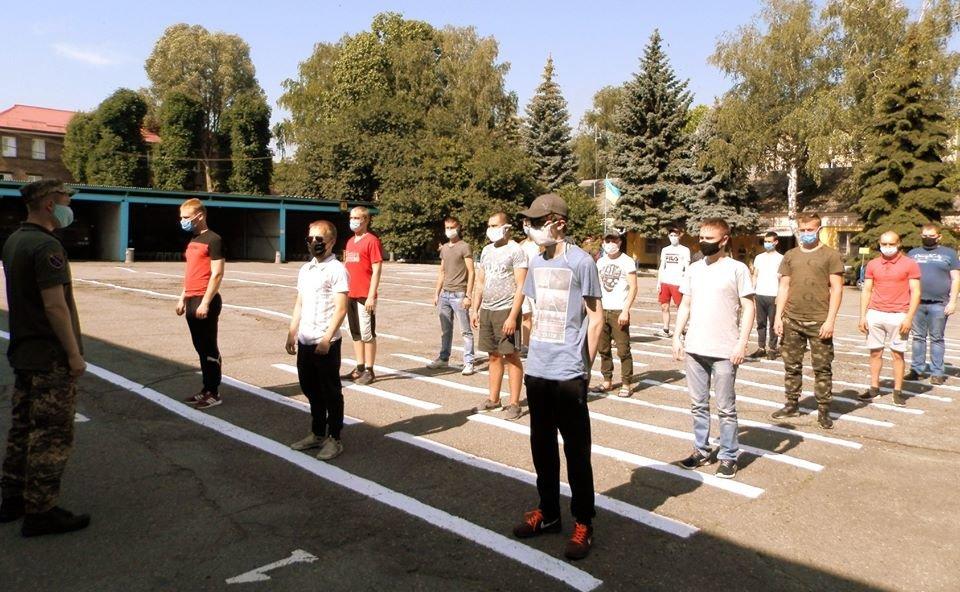 В Днепропетровской области закончилась призывная кампания: призвали 1500 человек, фото-5
