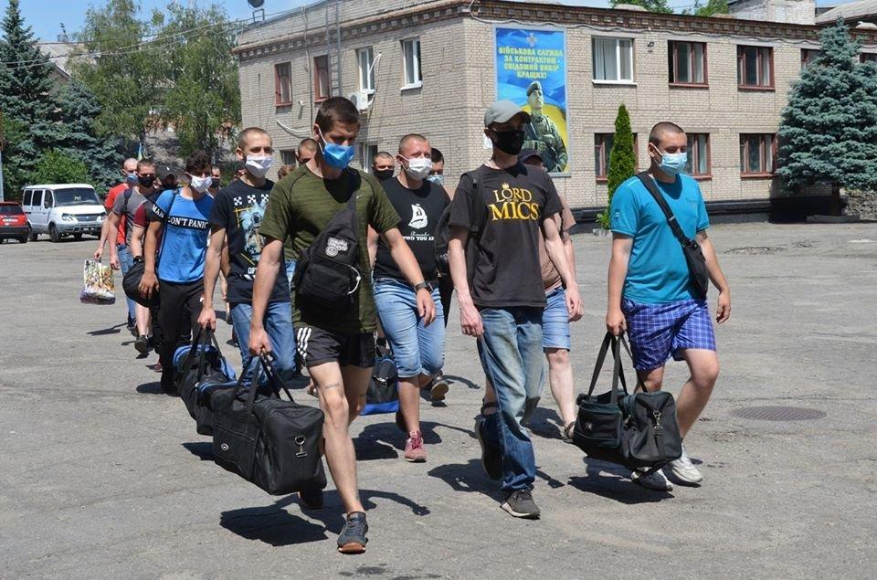 В Днепропетровской области закончилась призывная кампания: призвали 1500 человек, фото-1