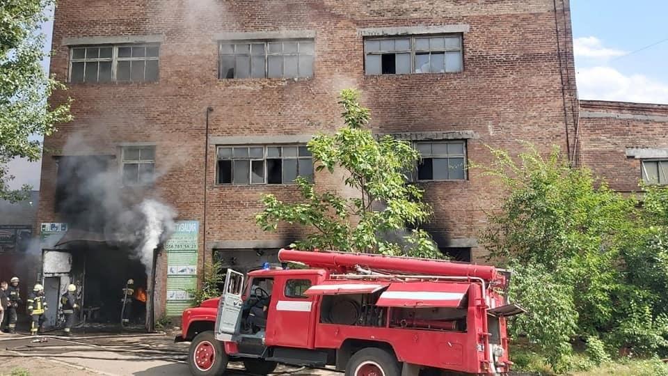 В Днепре произошёл пожар на «Метизном заводе», - ФОТО, фото-1