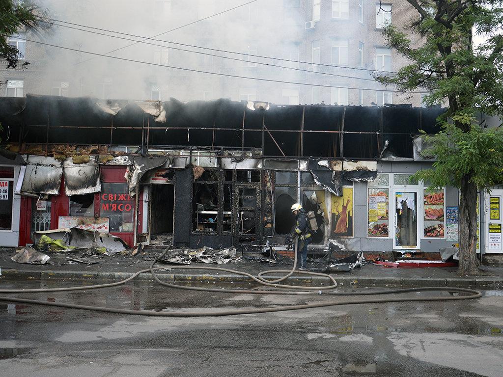 В Днепре на Пастера утром горели пять киосков, - ФОТО, фото-1
