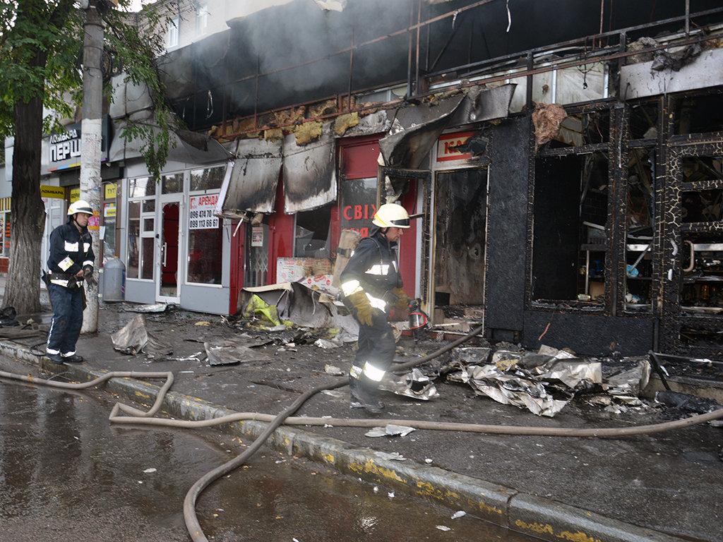 В Днепре на Пастера утром горели пять киосков, - ФОТО, фото-5