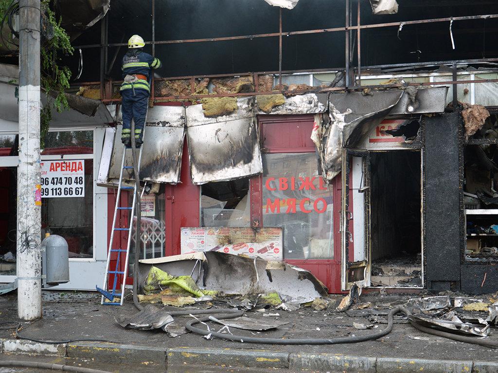 В Днепре на Пастера утром горели пять киосков, - ФОТО, фото-2