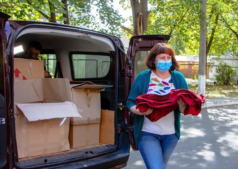 Соцработникам Днепра доставили брендированную одежду для работы, фото-4