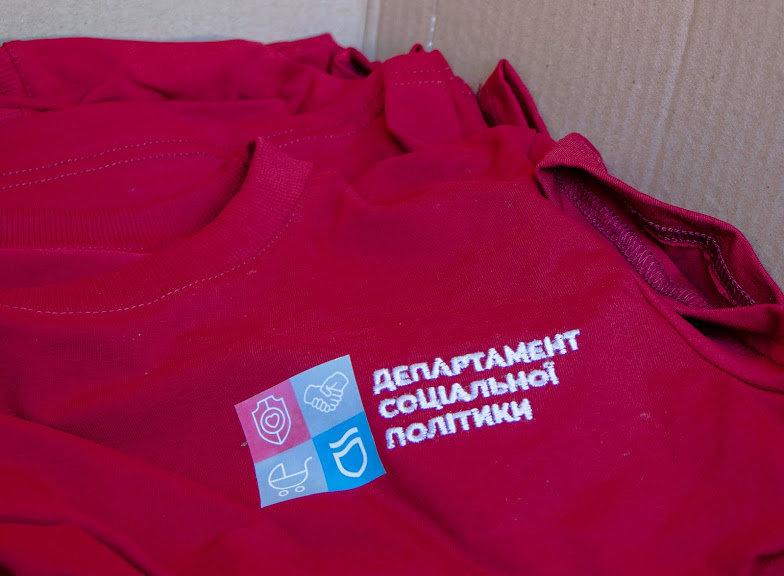 Соцработникам Днепра доставили брендированную одежду для работы, фото-5