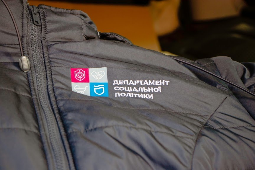 Соцработникам Днепра доставили брендированную одежду для работы, фото-6