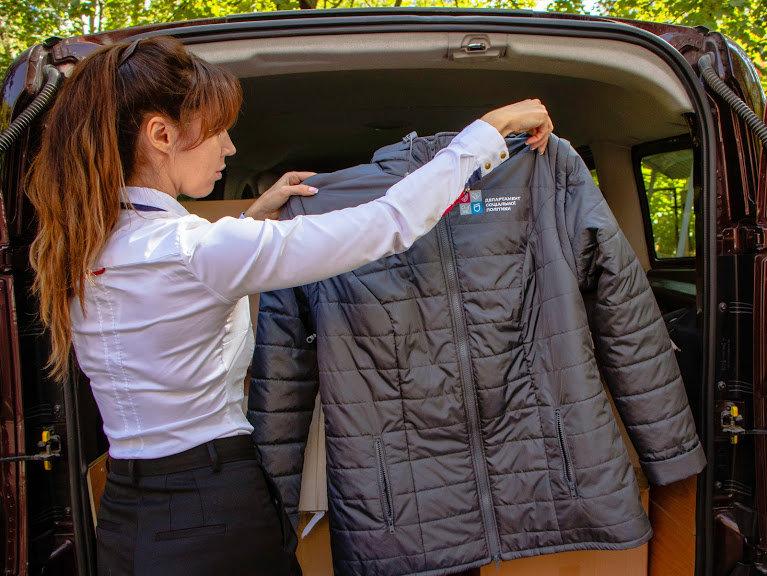 Соцработникам Днепра доставили брендированную одежду для работы, фото-7