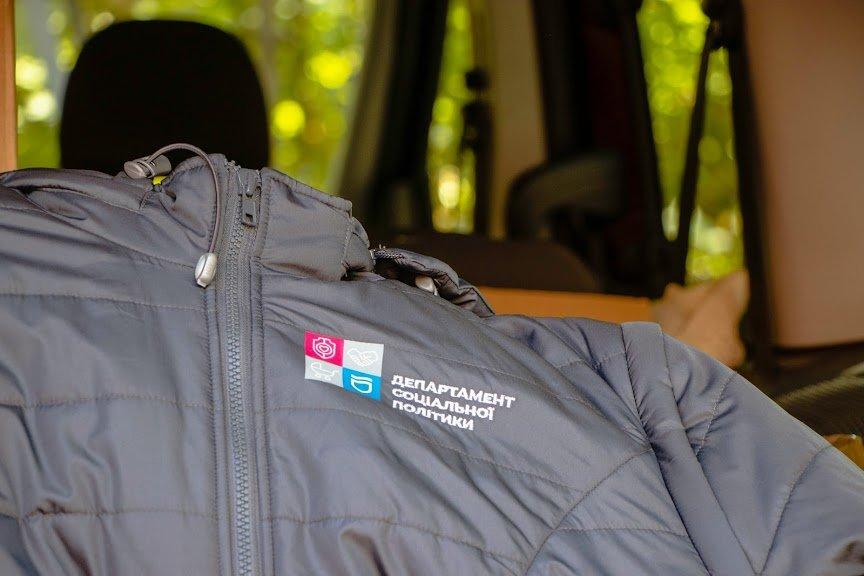 Соцработникам Днепра доставили брендированную одежду для работы, фото-8