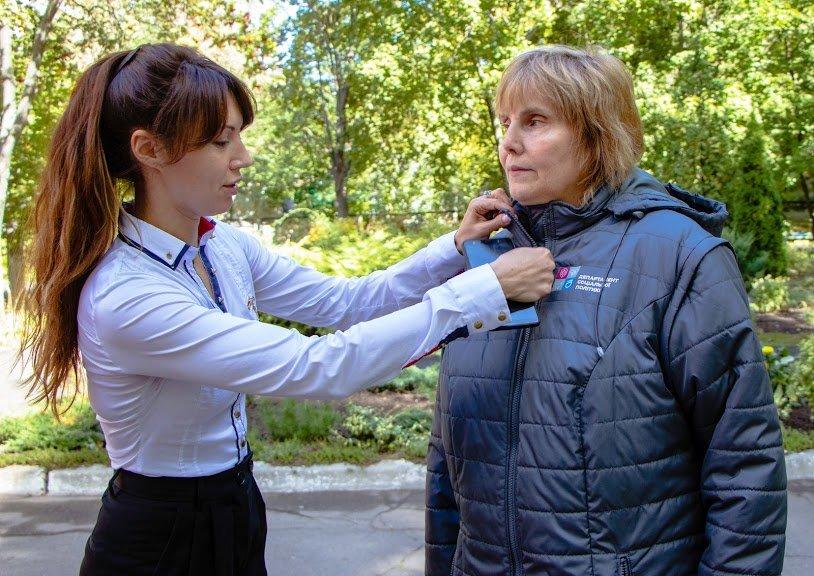 Соцработникам Днепра доставили брендированную одежду для работы, фото-10