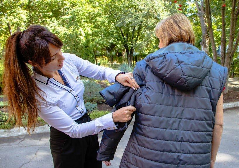 Соцработникам Днепра доставили брендированную одежду для работы, фото-12