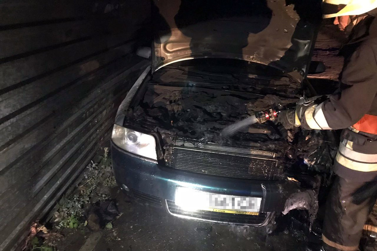 В Днепре на стоянке загорелся автомобиль, - ФОТО, фото-1