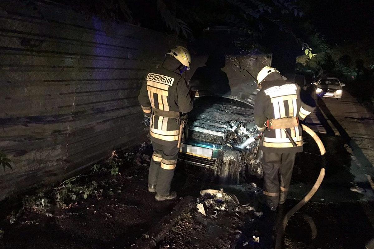 В Днепре на стоянке загорелся автомобиль, - ФОТО, фото-2