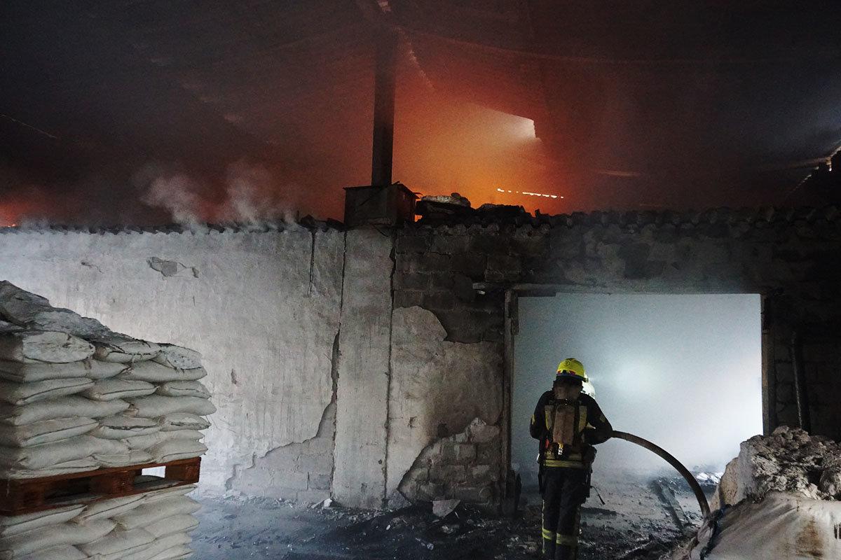 В Днепре горел склад, - ФОТО, ВИДЕО, фото-7