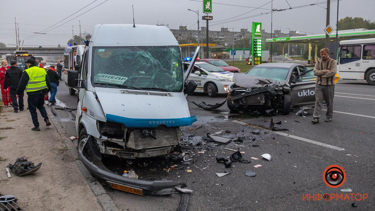 В Днепре водитель такси заснул за рулем и врезался в спринтер: момент аварии, фото-1