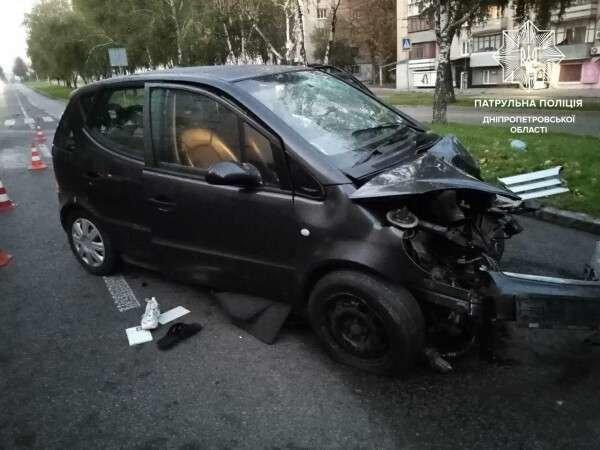В Днепре мужчина за рулем чужого авто врезался в электроопору, есть пострадавшие, - ФОТО, фото-1