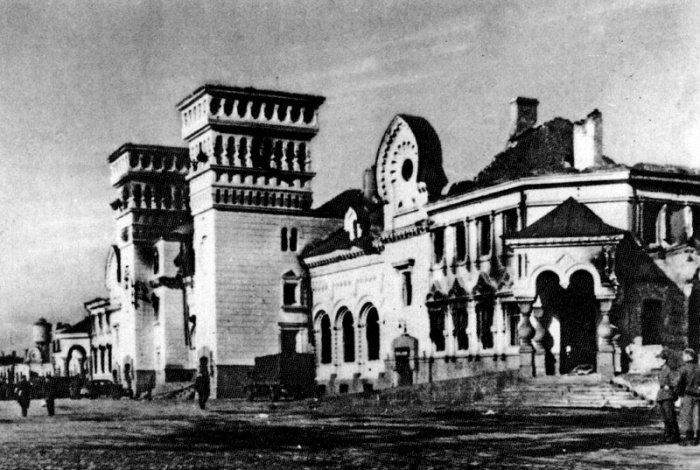 Разрушенный вокзал во время Второй мировой войны