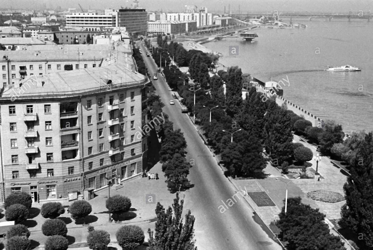"""Середина 1970-х годов, примерно тогда же и начали насыпь под строительство гостиницы """"Парус"""""""