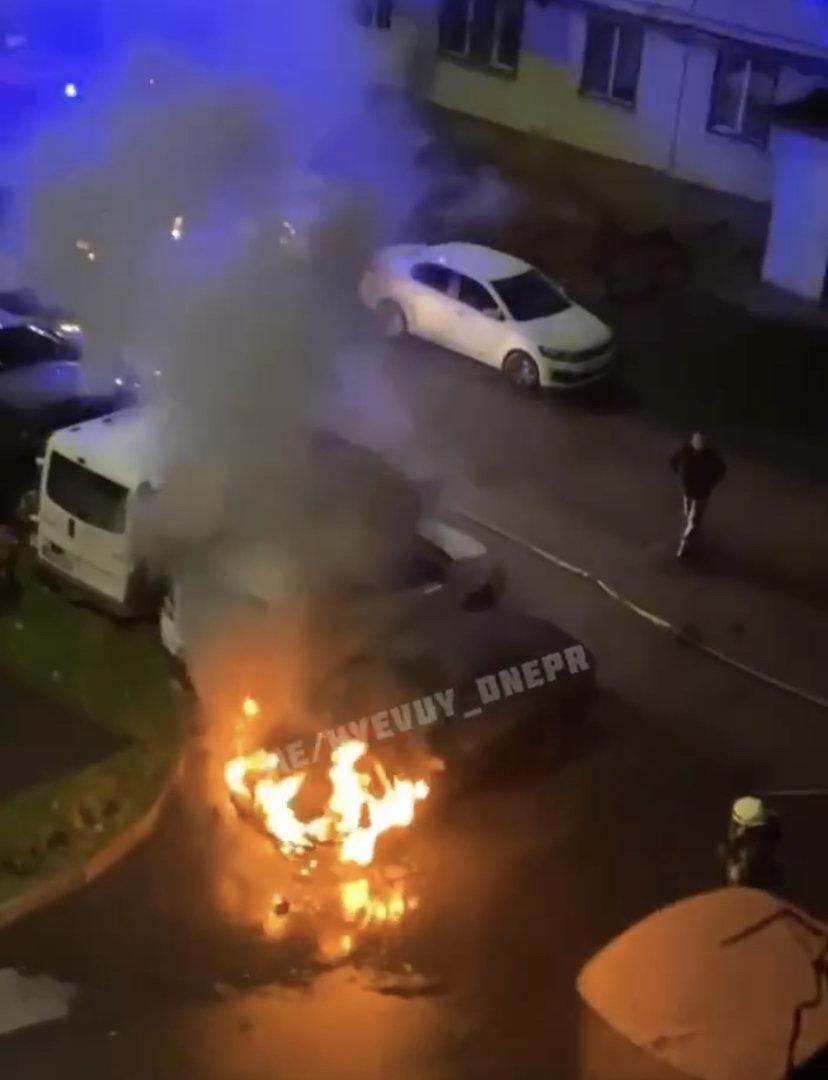 Вероятный поджог авто в Днепре