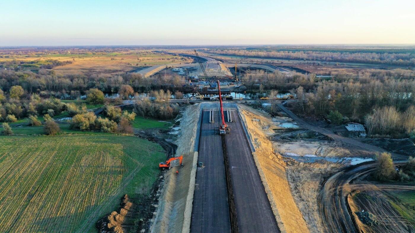 Строительные работы возле канала Днепр-Донбасс