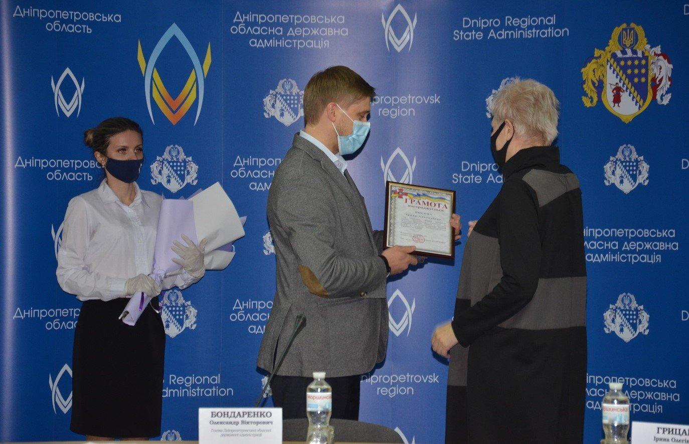 В обладминистрации наградили волонтеров Днепра и области, фото-4