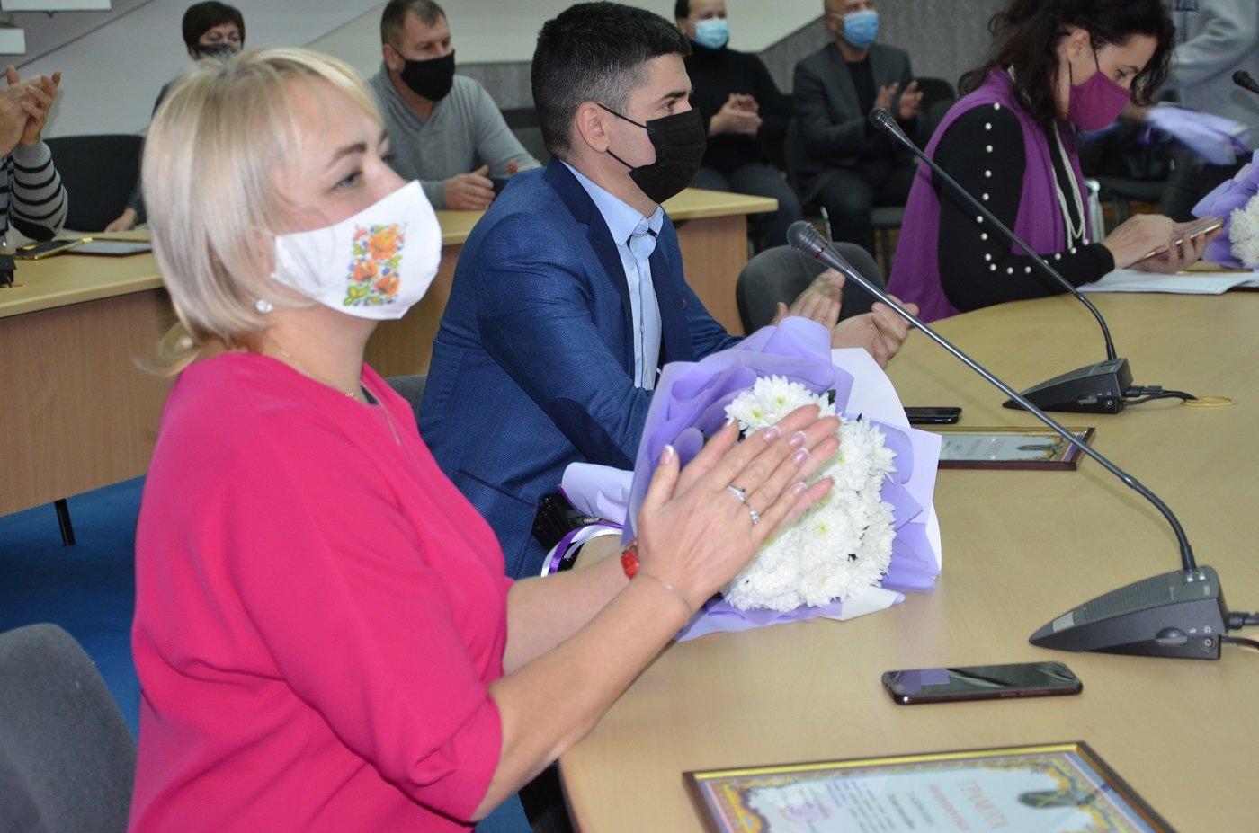 В обладминистрации наградили волонтеров Днепра и области, фото-3