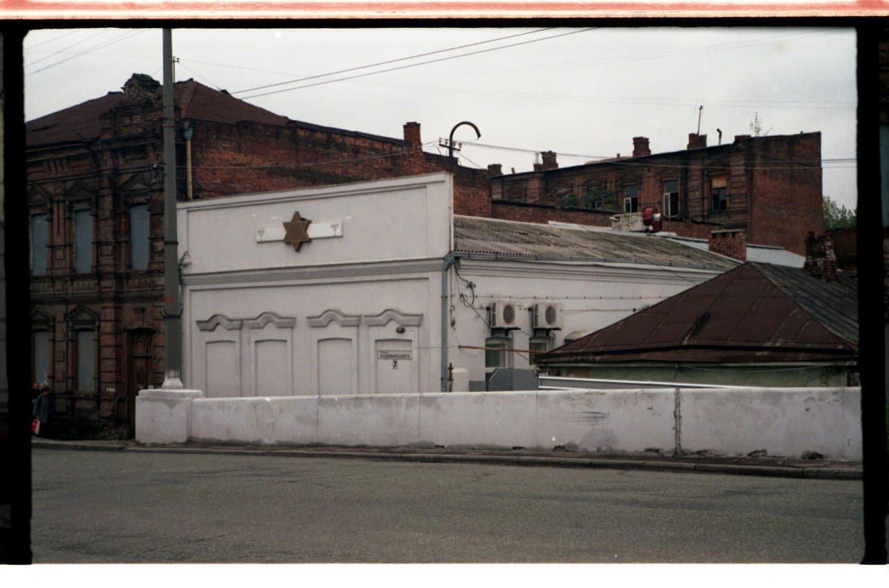 Единственное сооружение, уцелевшее при сносе квартала, 2001-2002 год