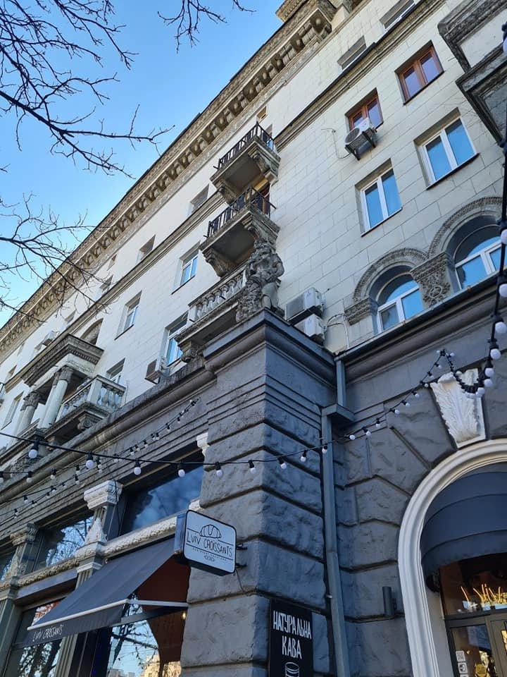 В центре Днепра упала часть фасада здания, фото-3