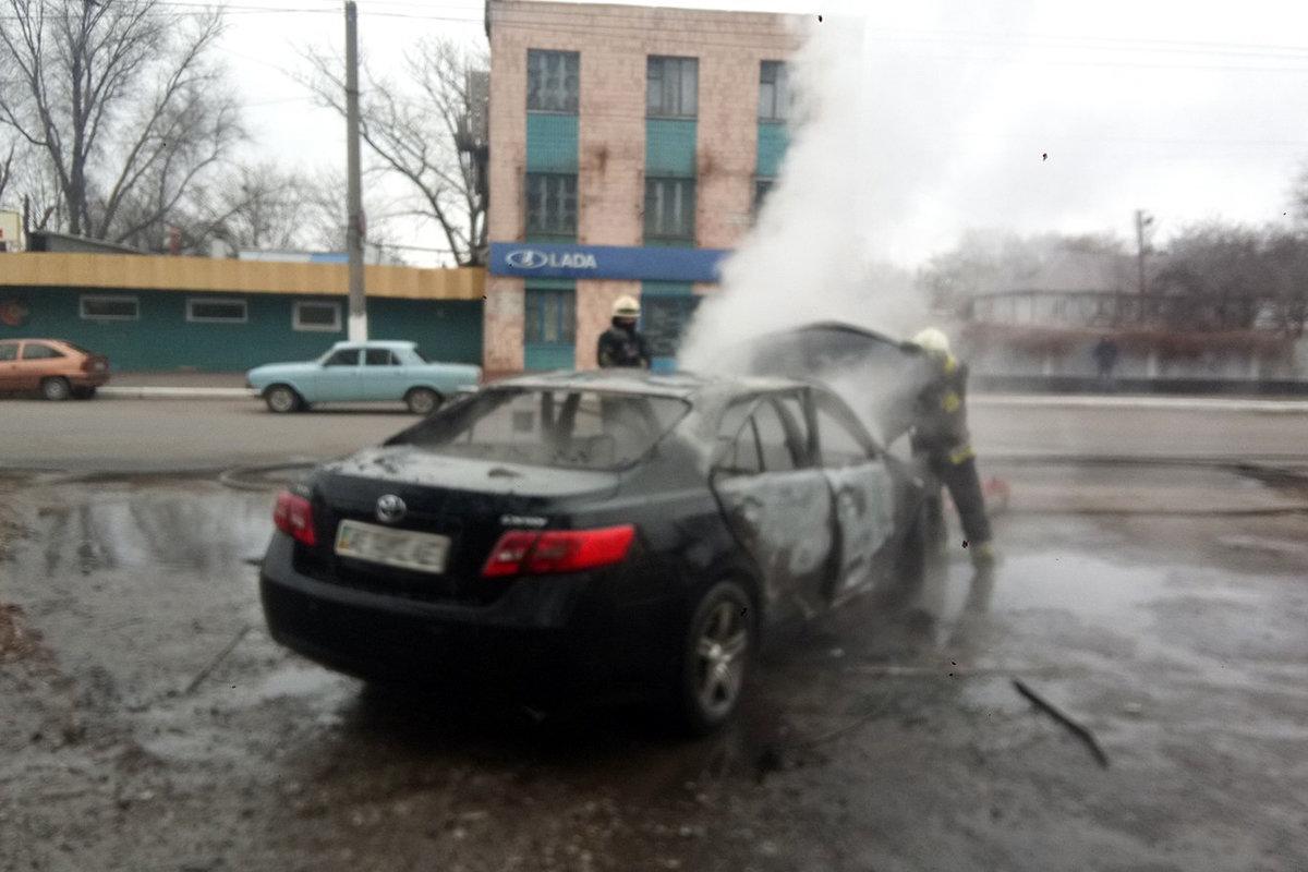 В Днепре горел автомобиль