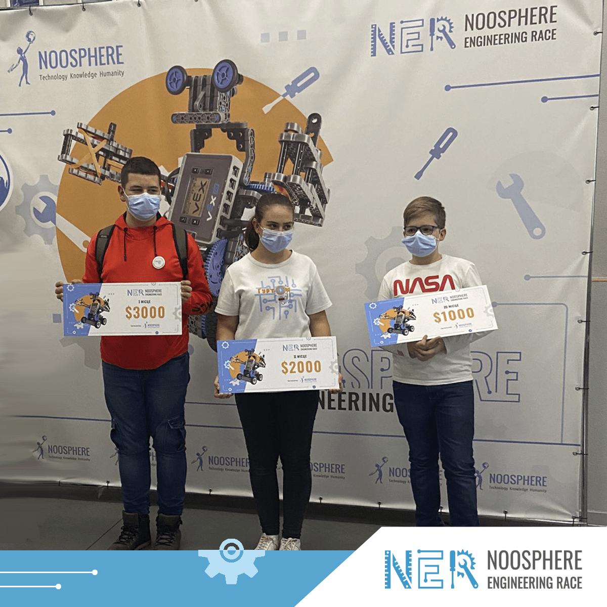 Победители соревнований по робототехники
