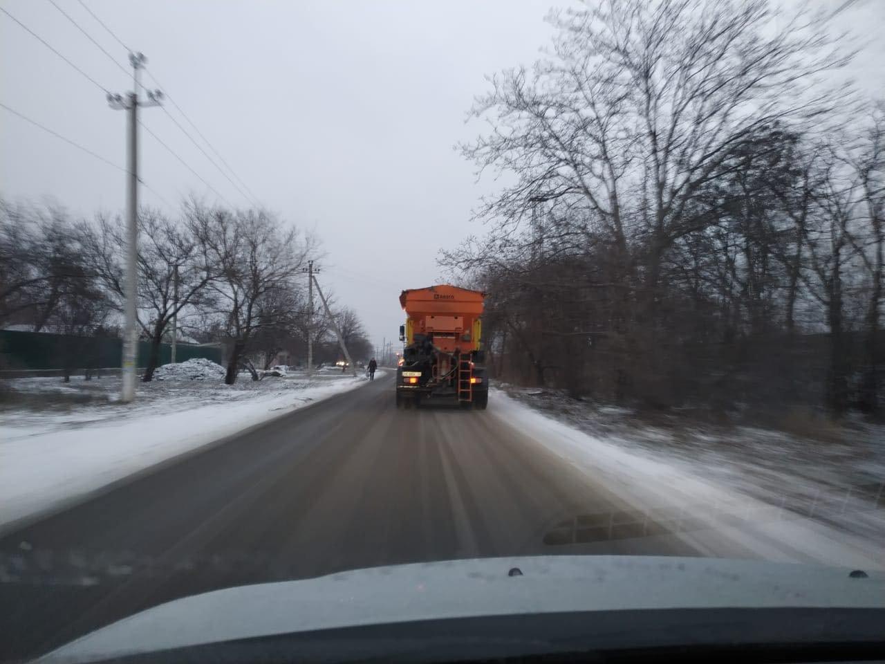 В Днепр пришёл снег: на дорогах работает спецтехника , фото-3