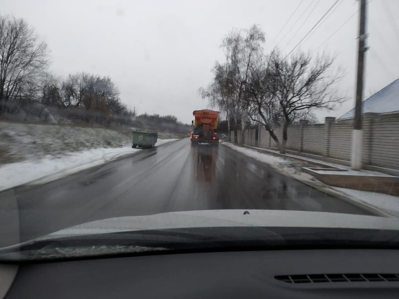 В Днепр пришёл снег: на дорогах работает спецтехника , фото-2