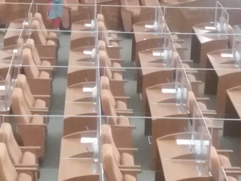 """Как днепровские депутаты в """"боксах"""" за 50 минут 306 вопросов решали, фото-3"""